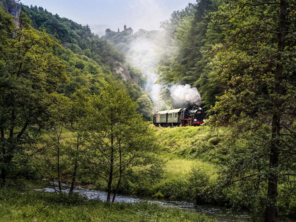 Dampflock im Wiesenttal bei Gößweinstein von Doris Dörfer-Asmus