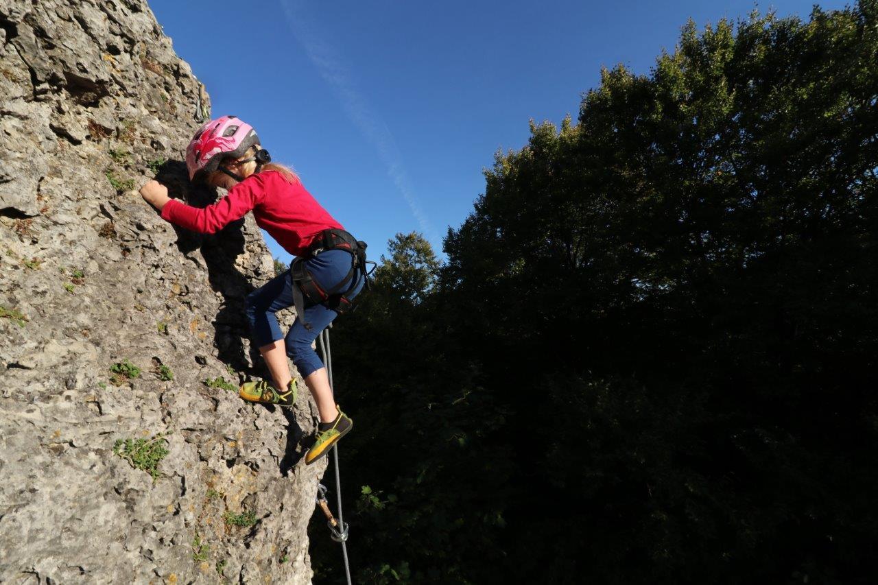Klettern am Fels im Naturpark