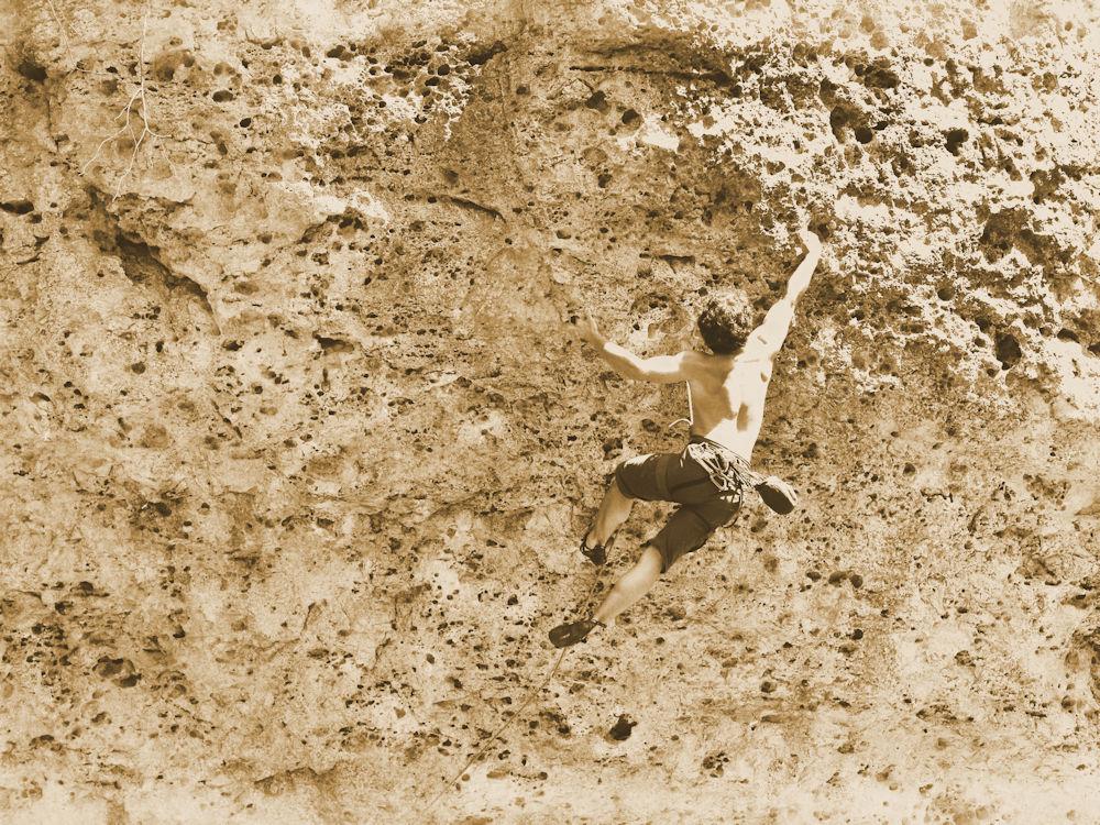 Alte Aufnahme eines Kletterers an der Felswand ©frankentourismus/frs/hub