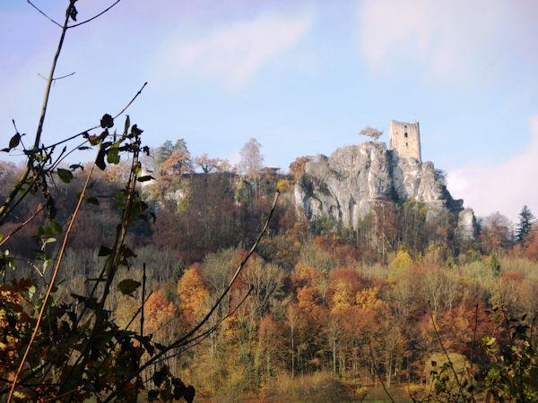 Herbstfärbung um die Burgruine Neideck im Wiesenttal