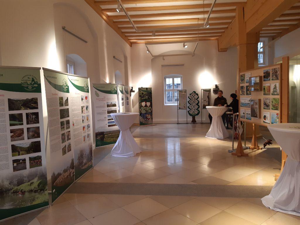 Wanderausstellung des Naturparks Fränkische Schweiz - Frankenjura im Pfinzingschloss in Feucht